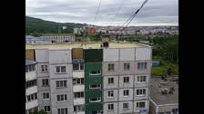 Дети на крыше многоэтажки