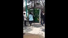Автомат в парке обманывает людей
