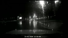 В Южно-Сахалинске автомобиль перевернулся на проспекте Мира, а потом упал с эвакуатора 1