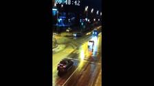 Две легковушки легли друг на друга в ночном ДТП в Южно-Сахалинске