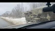 В Анивском районе два большегруза прилегли в кювет по разные стороны дороги