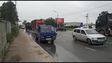 Грузовик на Холмском шоссе разворотил кабину о фуру