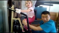 3-летняя сахалинка Лида Узморская прошла реабилитацию в Китае