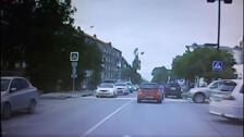 Карета скорой помощи и Toyota Harrier столкнулись на перекрестке Чехова и Поповича в Южно-Сахалинске