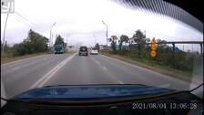 Взрыв колеса самосвала выбил стекла внедорожника в Южно-Сахалинске