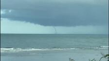 «Сахалинский Техас»: очевидцы сообщают о торнадо над морем в Невельске