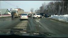 Три машины побились и пролили немного человеческой крови на въезде в Долинск